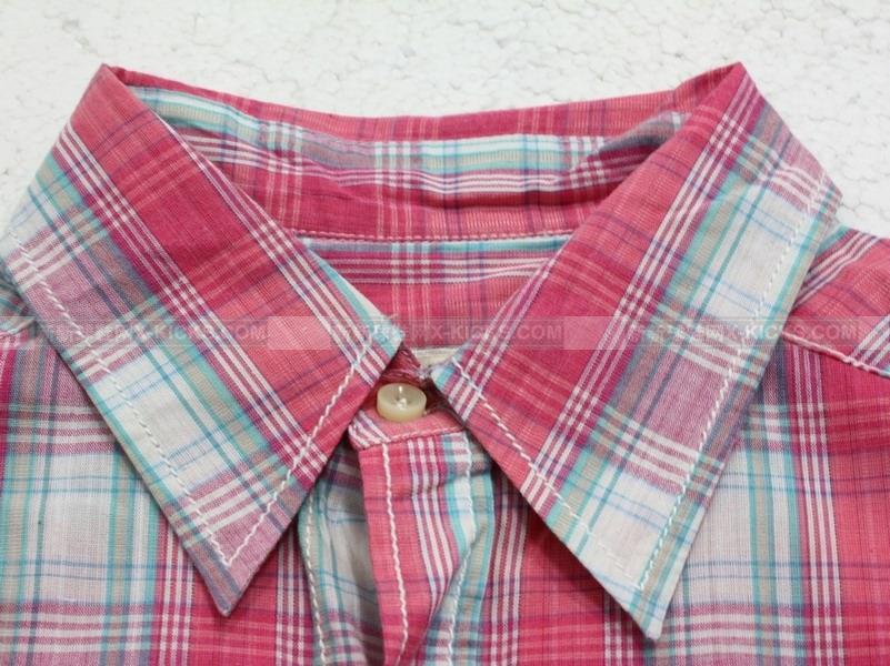 粉色裤子搭配白衬衣